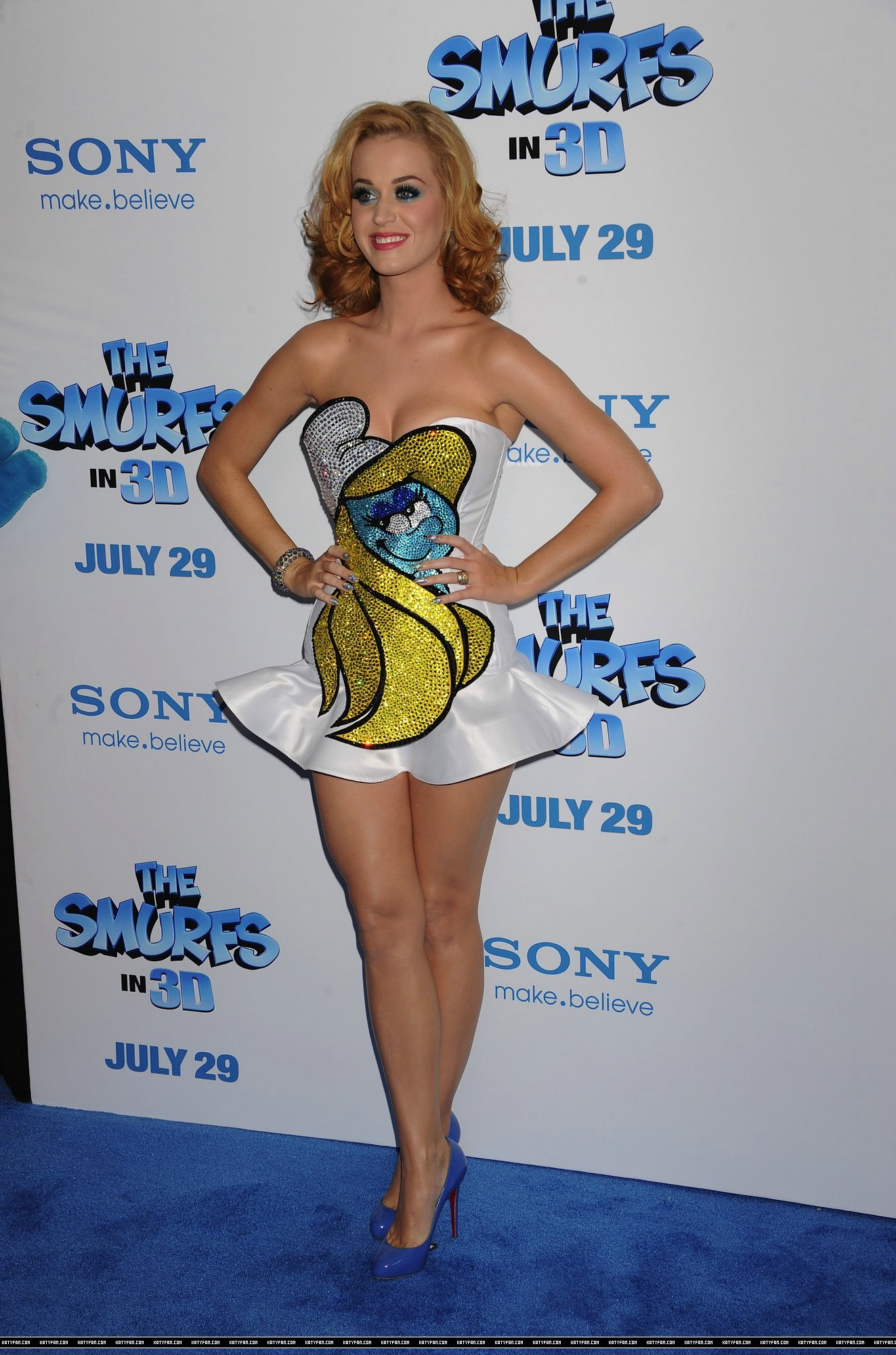 katy-perry-the-smurfs-world-premiere-32.
