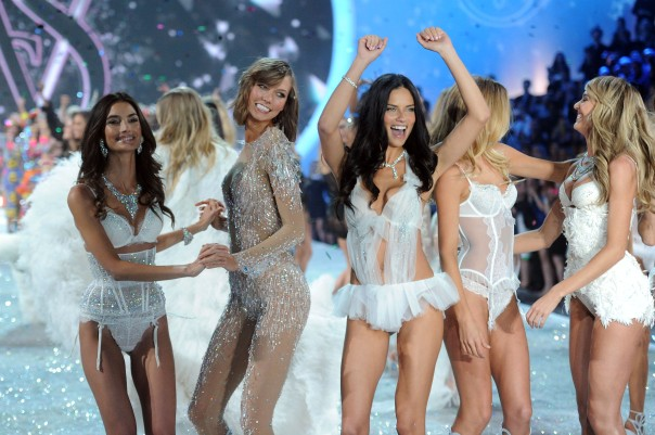 2013 Victoria's Secret Fashion Show 02